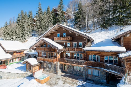 Chalet in Meribel, Chalet Ophelia-exterior hot tubs in the snow