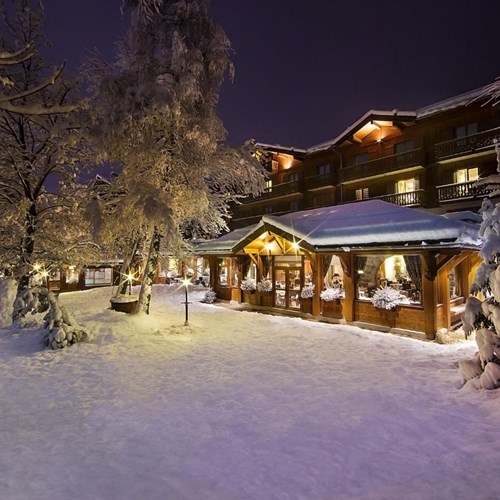 Hotel Beauregard-La Clusaz-snowy hotel exterior