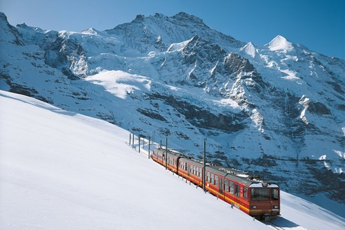 Train to Grindelwald, ski switzerland