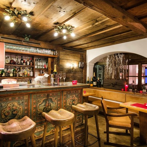 Hotel St Georg, ski accommodation in Bad Hofgastein, traditional bar area