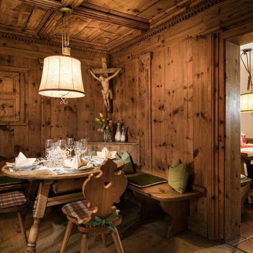 Hotel St Georg, ski accommodation in Bad Hofgastein, cosy restaurant nook