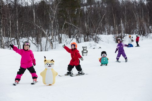 children skiing in geilo with mascots