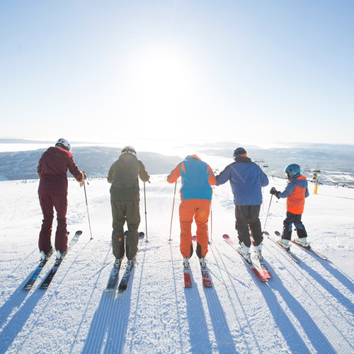 group of skiers in Norefjell ski resort - ski norway