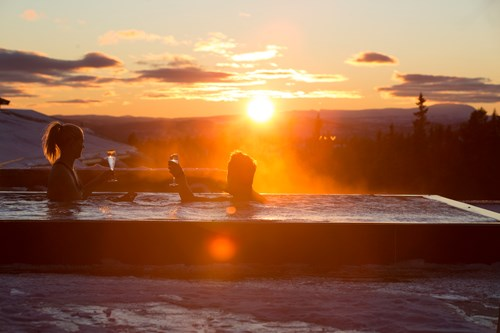 Norefjell ski & spa hotel-Norefjell, outdoor hot tub in the sunset
