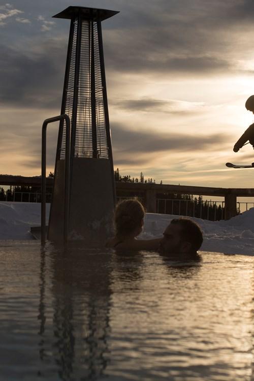 skiing past the hot tub at the Norefjell ski & spa hotel