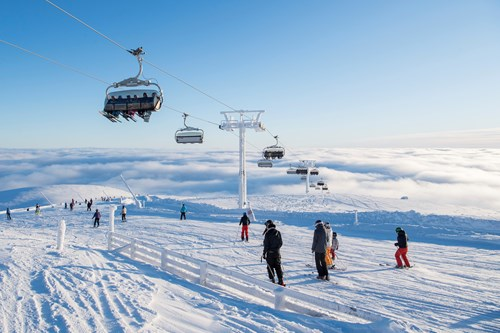 Trysil-Norway skiing holidays-chairlift over piste and blue skies