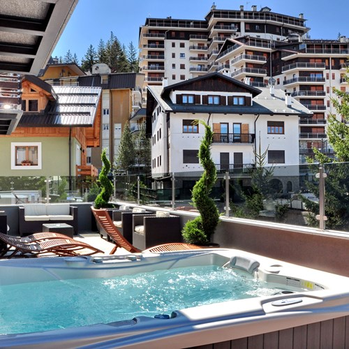 Hotel Serendipity Sauze d'oulx-Italy-outdoor hot tub on terrace