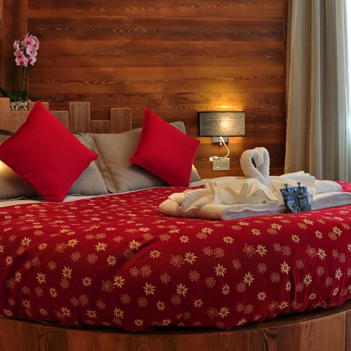 Hotel Serendipity Sauze d'oulx-Italy-round bed