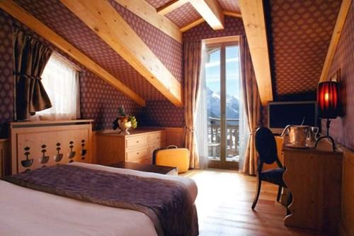 Cristal Palace Hotel in Madonna di Campiglio-Italy-junior suite view