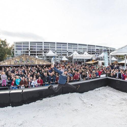 Telegraph ski and snowboard show-mount battersea crowd