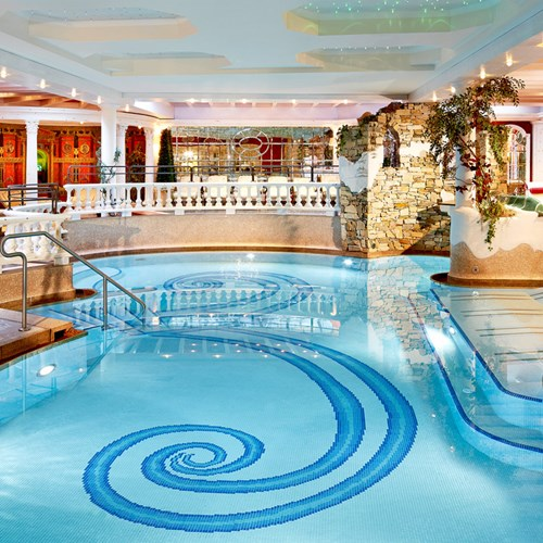 Hotel-Neue-Post-Mayrhofen-indoor-swimming-pool