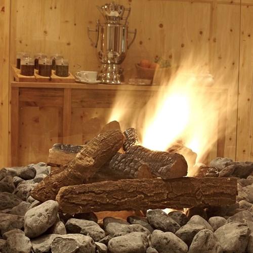 log-fire-at-Hotel-Sonnblick-Karpun-ski-destination-in-Austria