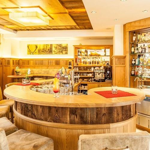 Hotel-Sonnblick-Kaprun-ski-resort-Austria-bar