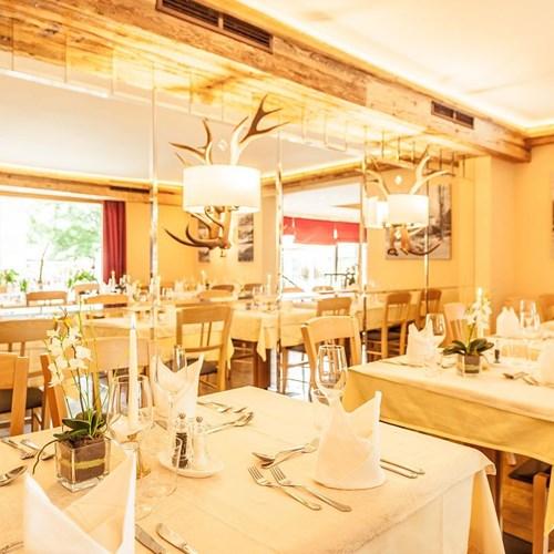 restaurant-at-Hotel-Sonnblick-Karpun-ski-destination-in-Austria