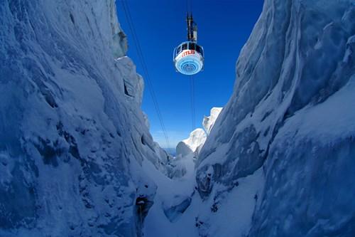 ski-destination-Engelberg-Switzerland-rotating-cable-car