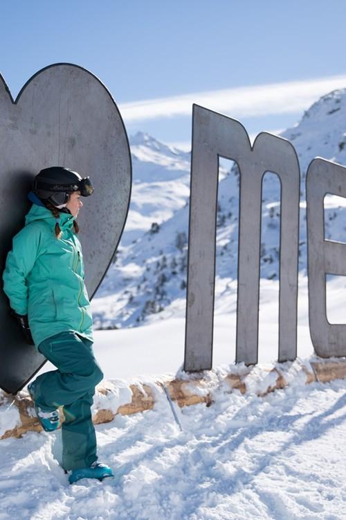Meribel-ski-weekends-France-meribel-sign