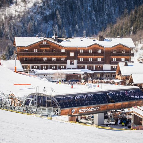 Hotel Beauregard-La Clusaz-hotel and ski lift out front