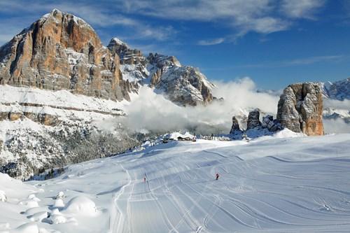 empty pistes in cortina-ski italy