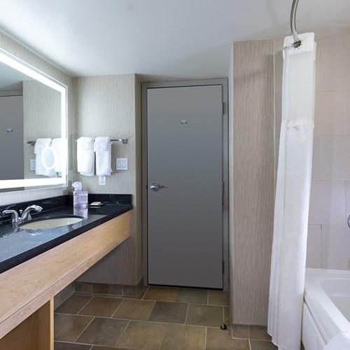 Hilton-Whistler-Resort-and-Spa-bathroom
