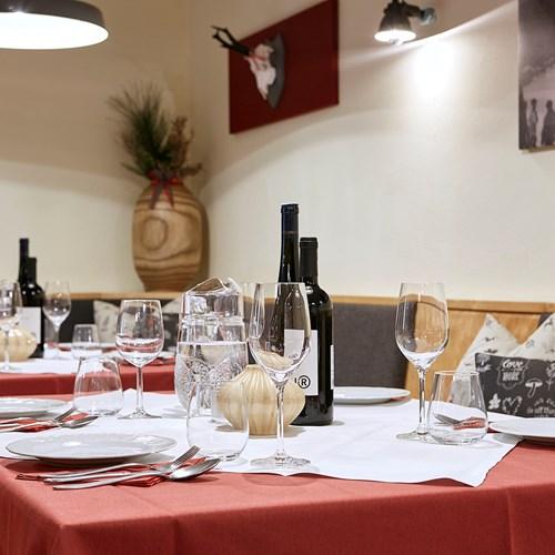 Amalien-Haus-Chalet-St-Anton-Austria-dining table