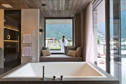 Hotel-Elisabeth-Mayrhofen-penthouse-suite-bathroom.JPG