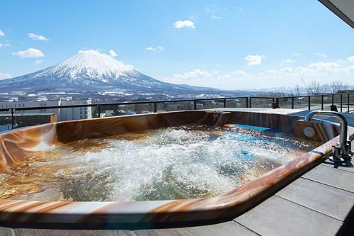 Ki-Niseko-Penthouse-Jacuzzi.jpg