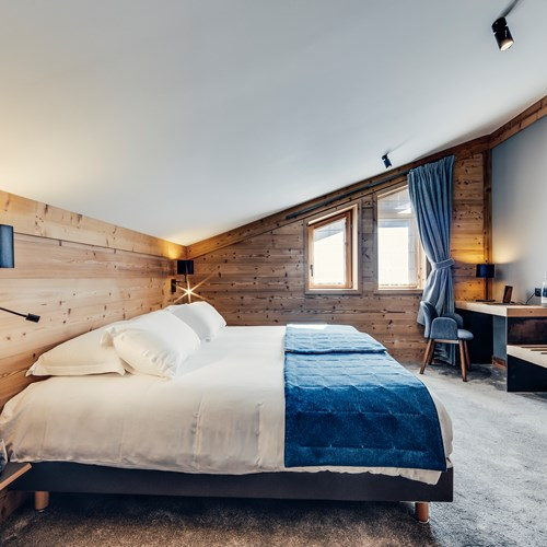 Hotel Avancher in Val d'Isere ski resort duplex suite bed