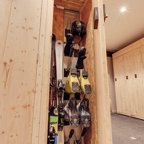 Hotel Avancher Val d'Isere ski lockers