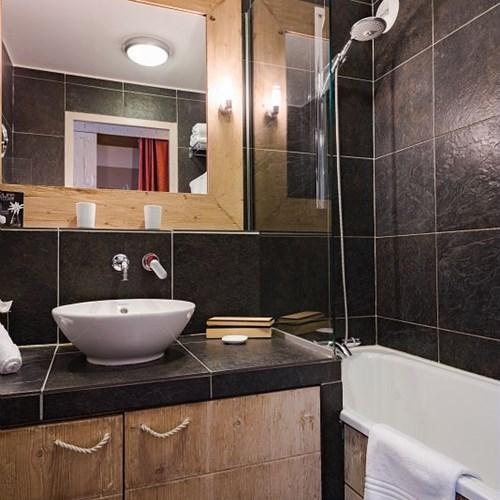 Hotel-Aigle-des-Neiges-Val-dIsere-bathroom.jpg