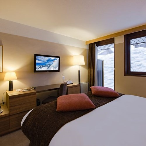 Hotel-Aigle-des-Neiges-Val-dIsere-double-room.jpg