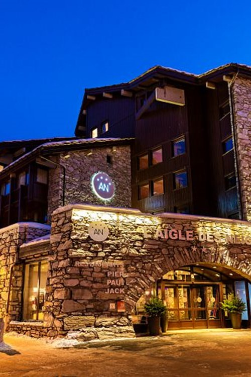 Hotel-Aigle-des-Neiges-Val-dIsere-exterior-night.jpg