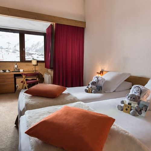Hotel-Aigle-des-Neiges-Val-dIsere-twin-room.jpg