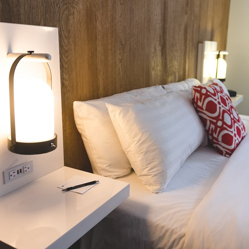 king bed Hotel Aava Whistler