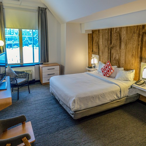 superior king room Hotel Aava Whistler