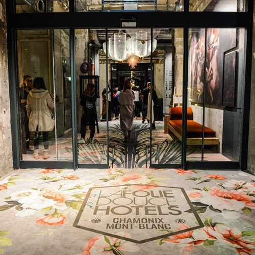 Folie-Douce-Hotel-Chamonix-LA FOLIE DOUCE ENTRANCE.jpg