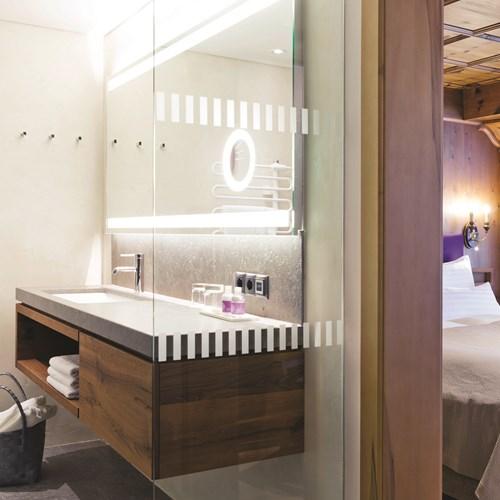 Elisabeth Hotel, luxury ski accommodation in Mayrhofen, Austria. En suite