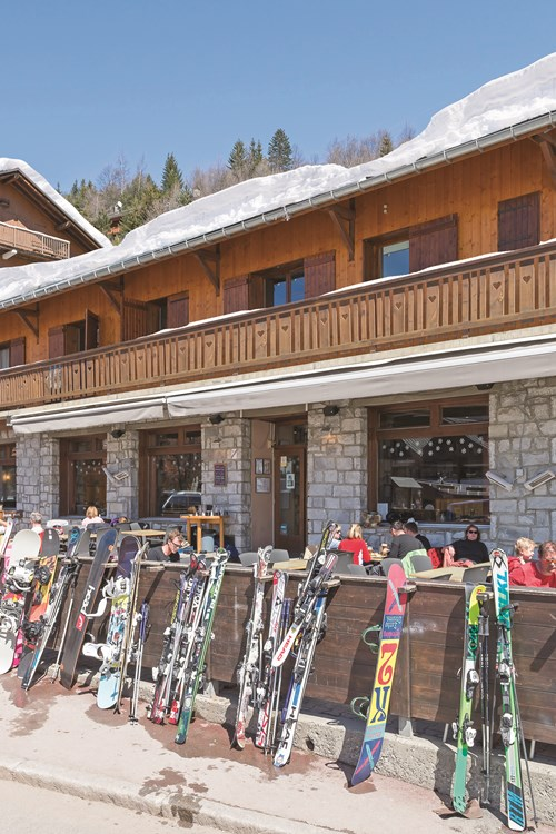 Exterior of Chalet Hotel Les Grangettes and Jacks bar