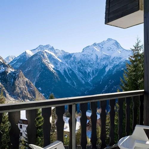 Hotel Ibiza Les Deux Alpes balcony.jpg