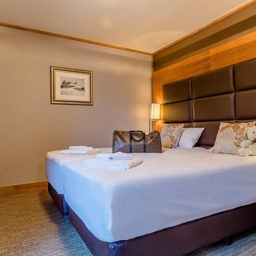 Hotel Ibiza Les Deux Alpes bedroom corner.jpg