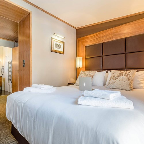 Hotel Ibiza Les Deux Alpes bedroom.jpg
