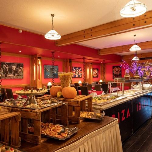 Hotel Ibiza Les Deux Alpes buffet.jpg