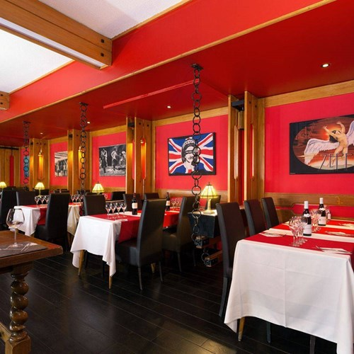 Hotel Ibiza Les Deux Alpes dining evening.jpg