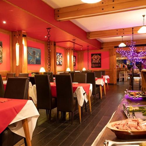 Hotel Ibiza Les Deux Alpes dining room.jpg