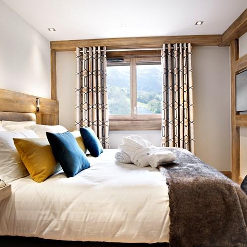 Chalet Elena master bedroom.jpg