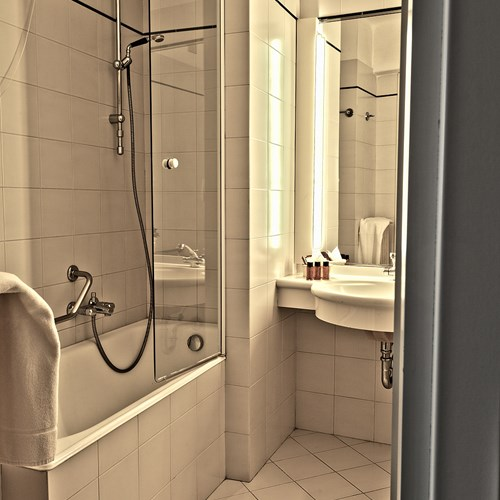 Hotel La Torre shower bath.jpg