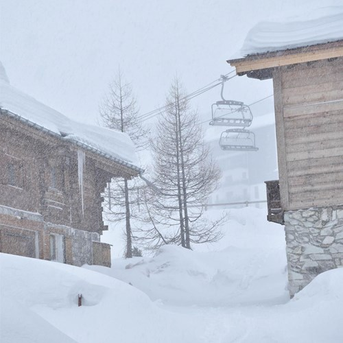 snow falling in tignes