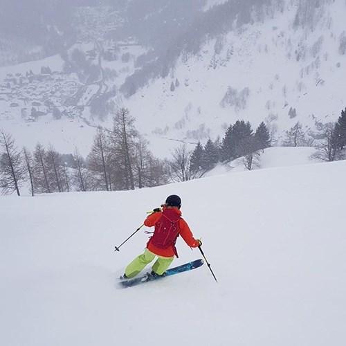 chamonix skiier in the snow making a turn