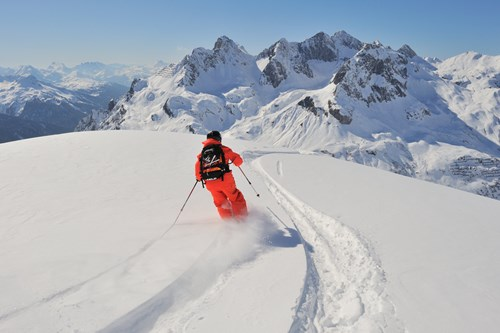 lech zurs freeriding skier fresh tracks