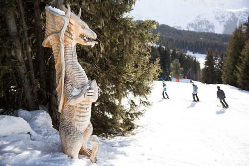 pic bleu dragon sculpture