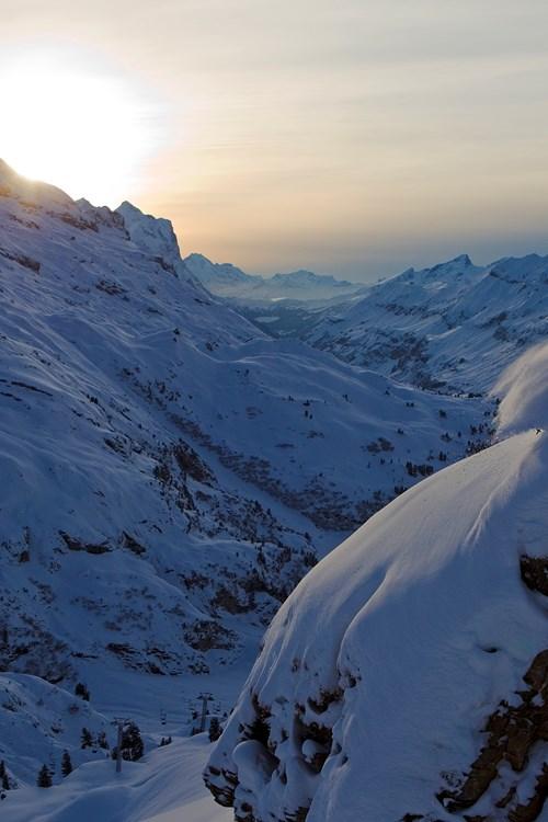 Engelberg-Switzerland-cliff-skiing